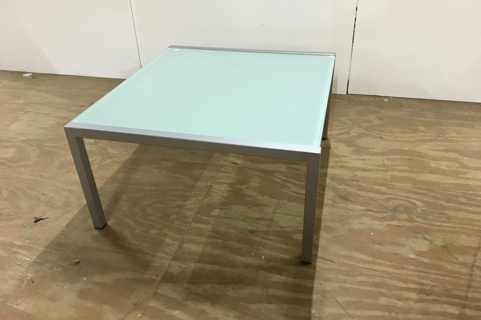Salontafel van bony design uitverkoop for Uitverkoop design meubelen