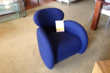 Fauteuil blauw design uitverkoop for Uitverkoop design meubelen