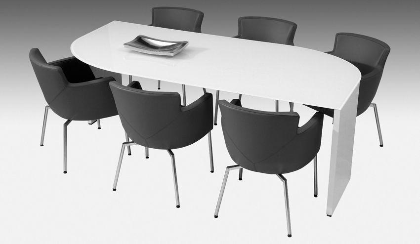 Karat meubels met korting - Oude tafel en moderne stoelen ...