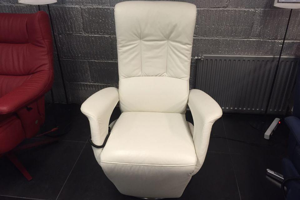 Witte fauteuil runderleer uitverkoop for Fauteuils uitverkoop